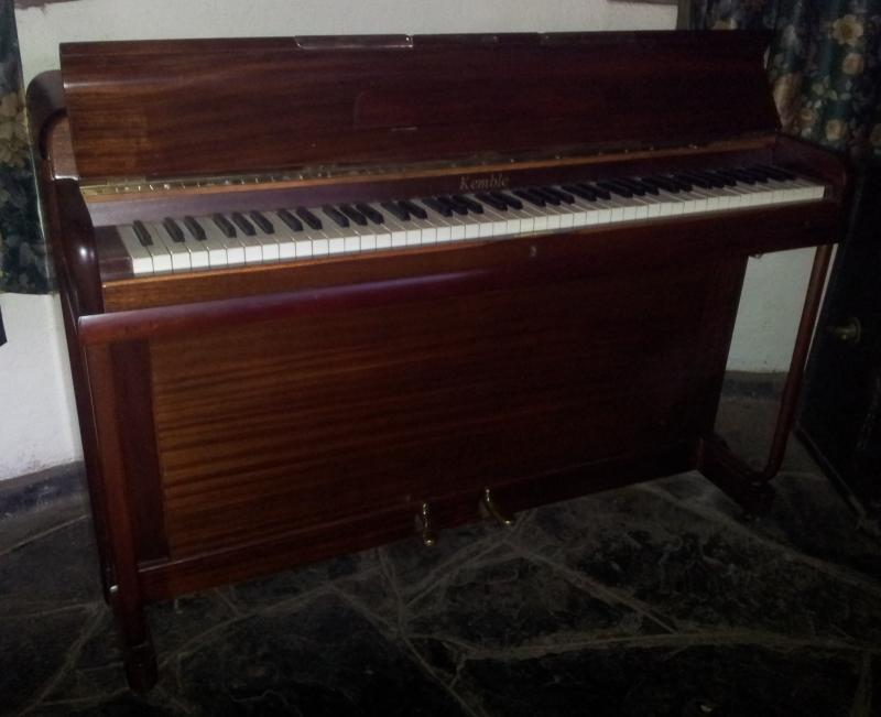 Jae 25 eavestaff upright piano with stool serial number for Small upright piano dimensions